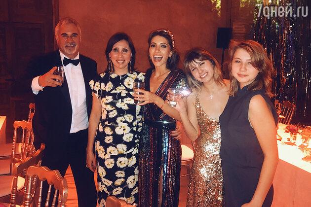 Валерий Меладзе с бывшей женой Ириной и дочками: Ингой, Софьей и Ариной