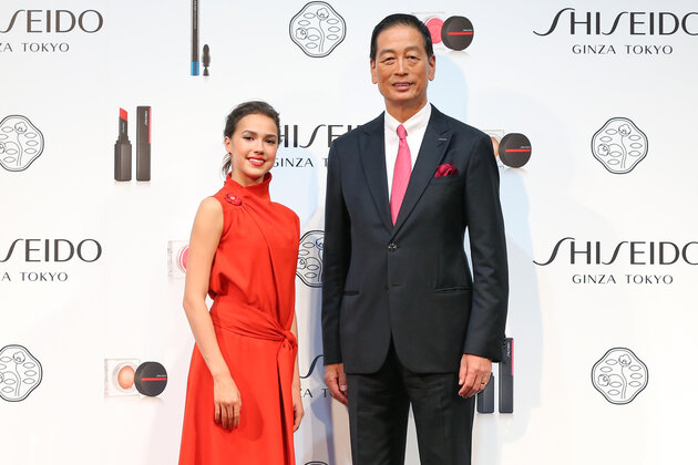 Алина Загитова и генеральный директор Shiseido Масахико Уотани
