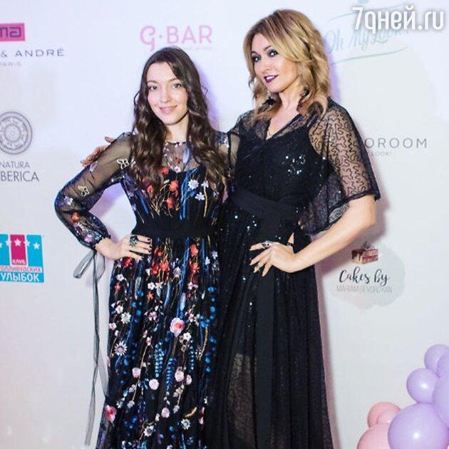 Анжелика Агурбаш с дочкой Дарьей