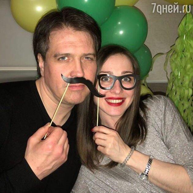 Денис Матросов с женой Ольгой