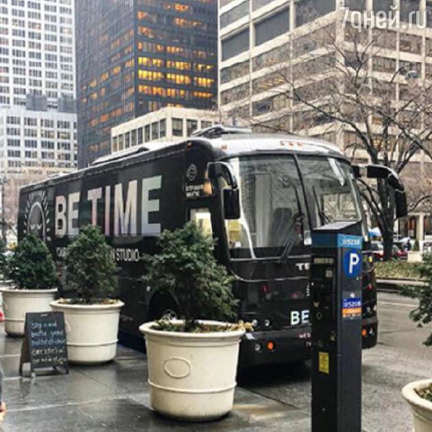 Вот такой черный автобус для медитаций курсирует по Нью-Йорку, чтобы офисные служащие в любой момент могли отдохнуть от стресса