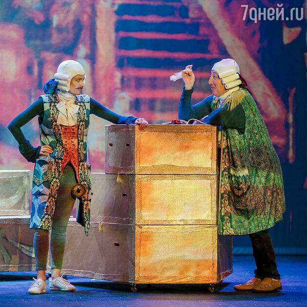 """Спектакль Нины Чусовой """"Слуга двух господ"""""""