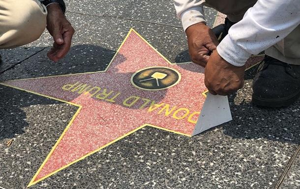 Полсотни звезд наклеили на Аллее славы в честь Трампа